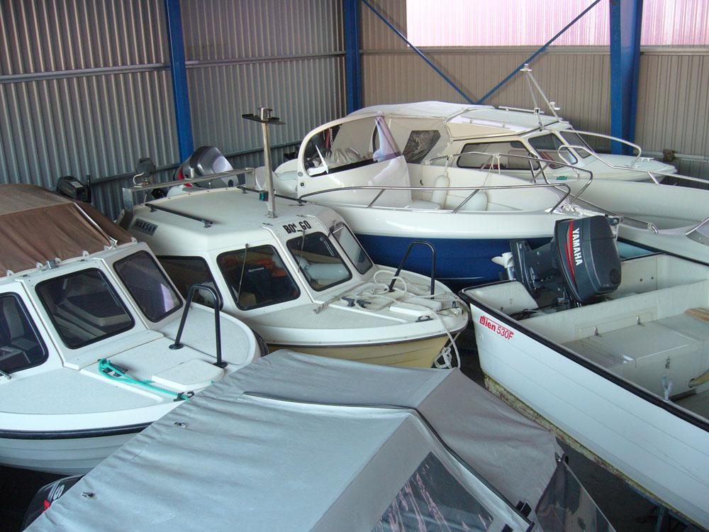 1a256a4f Vi kan ta opp båten din på høsten, foreta service/reparasjoner i løpet av  vinteren og sette den ut til avtalt tid på våren. Så da er det bare å ta  løs å dra ...